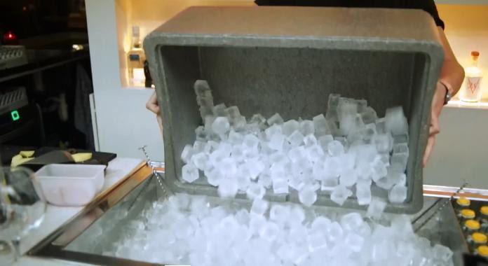 Выкладка льда на баре