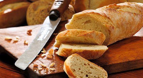 Кухонный нож для хлеба